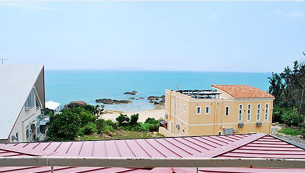 海を眺めるペンション